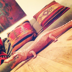 Interior Design Decoration Ideas for a trendy home living styling industrial room at www.littlebrookroad.com blog bronze crocodile van Loods5