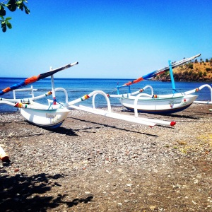 Amed Bali Indonesia: Fishermen's heaven with the best hotspots and places to see. At the end of the day see the fishermen gather in all the fish while kids play in the sea. Want to read more travel adventures, follow me on my travelblog www.littlebrookroad.com #HeHoLetsGo #wanderlust #travelblogger #blogger #traveler #backpacker #vacationtips #traveltips #sightseeing #mustdo #mustsee #traveltheworld #travelgram #traveling #traveldiaries #travelgram #travelpics #traveladdict #Backpack #adventure #ttot #hiddengem #discovery #journey @littlebrookroad #bali #indonesia #amed